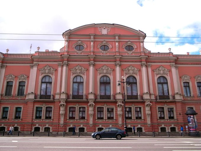 華麗なロシア・バロック様式の典型、ストロガノフ宮殿