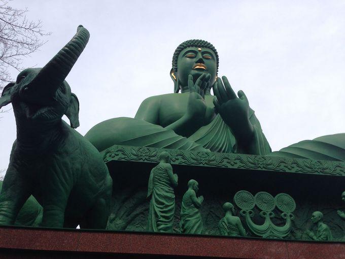 「サイケデリック!派手な緑と象の群れ」桃厳寺の名古屋大仏