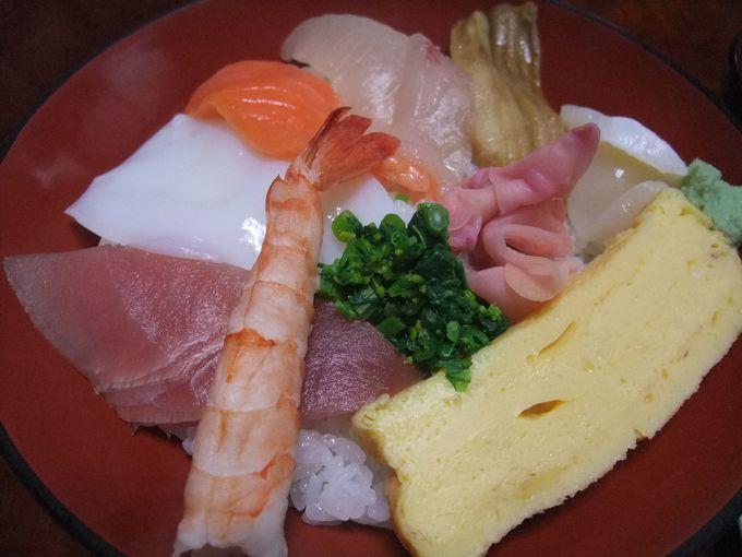 絶品ランチ!新鮮なお刺身で海鮮丼。