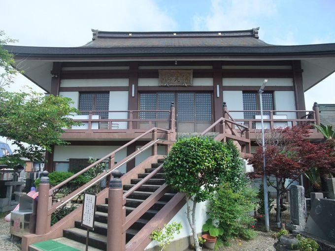 創立は文明2年(1480年)。勝浦駅から徒歩圏内の古刹
