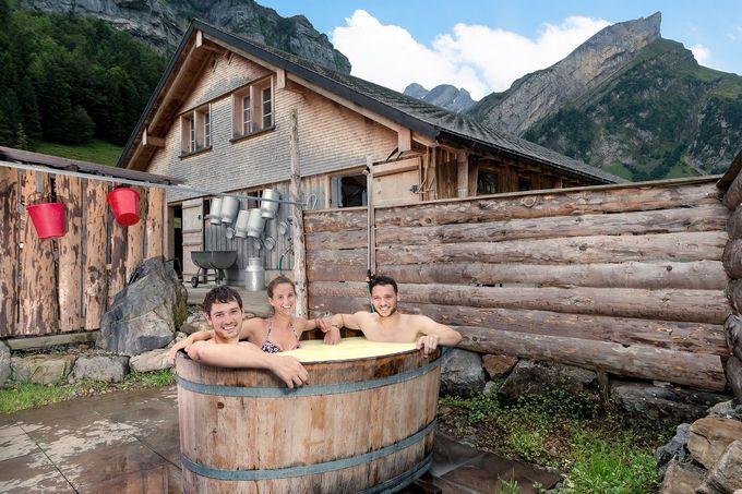 ホエー(乳清)風呂に入れるチーズ農家も。