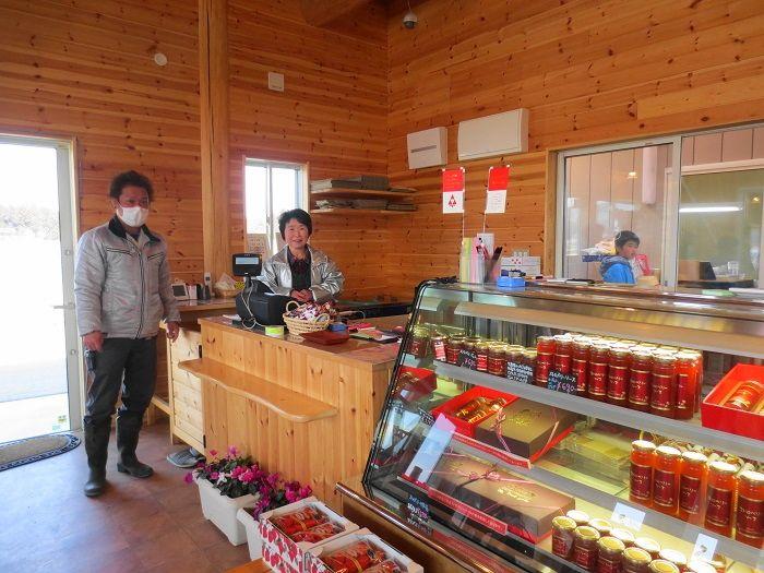 ショップでは人気の新品種・スカイベリーや美味しい商品も販売!