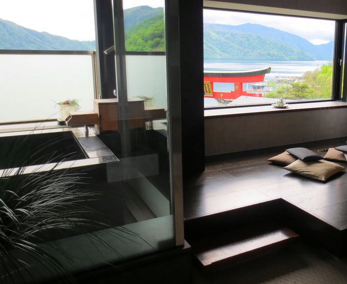 「ホテル花庵」でしか味わえない!朱の鳥居が彩る絶景レイクビュー!