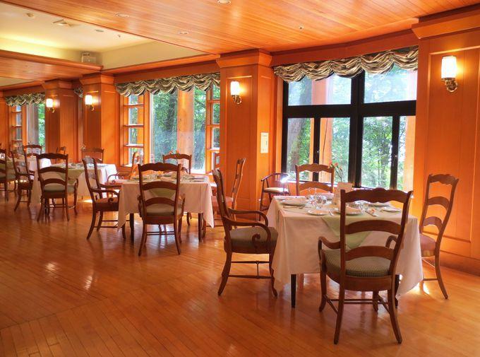 まるで自然大劇場!四季の森を楽しむレストラン