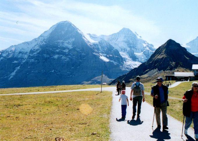 ベビーカーだって車いすだって一緒に歩けちゃう!アルプス随一の眺めを誇るハイキング!