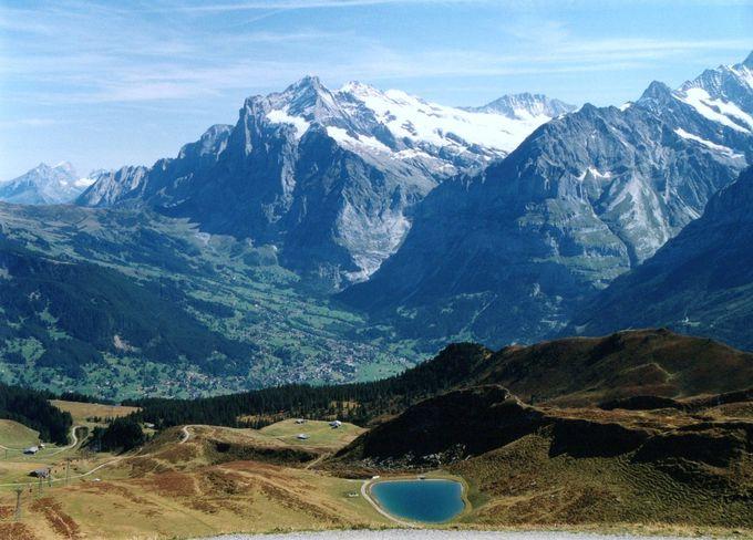 絶景ベンチでひと休み。鳥の目で眺めるアルプスの谷!
