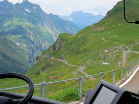 絶景の連続!ポストバスで行くスイスの秘境「クラウゼン峠」