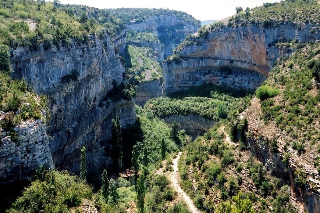 世界遺産指定の古代壁画を残す洞窟!シエラ・グアラ渓谷!