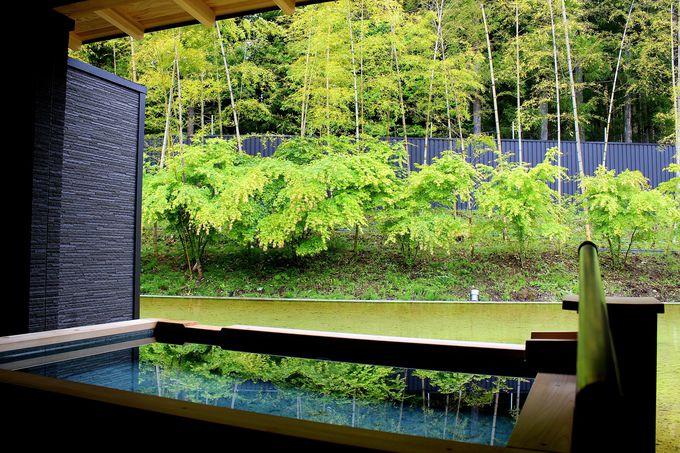 美しい庭園を眺める温泉露天を満喫!憧れの温泉に浮かべる湯船酒も!