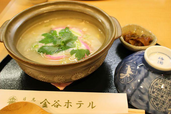 出汁の美味しさが秀逸な雑炊は<かに雑炊><とり雑炊>の2種類。