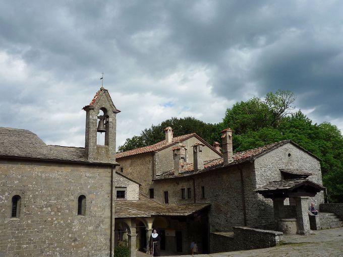 聖フランチェスコ奇跡の地「ヴェルナ山修道院」の見学ポイント