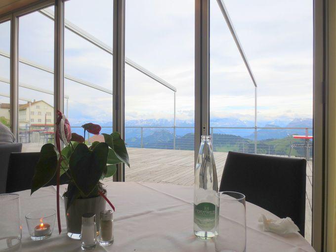 絶景レストランでロマンティックディナー