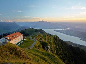 スイス「リギ山&リギクルムホテル」欧州最古の登山鉄道と絶景・夜景・ご来光!