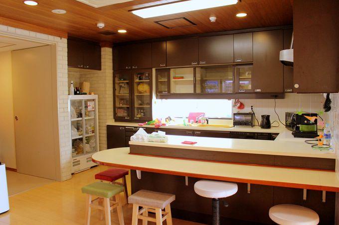 キッチン・コミュニティースペースでは自炊やデスクワークも可。