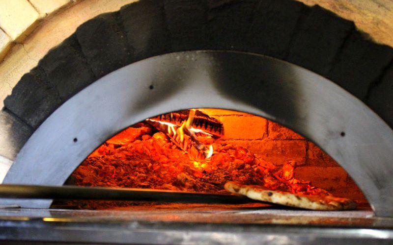 益子「ピッツェリア ヨコヤマ」の至福ピッツァ&スイーツ!被災した登り窯がピザ窯に!