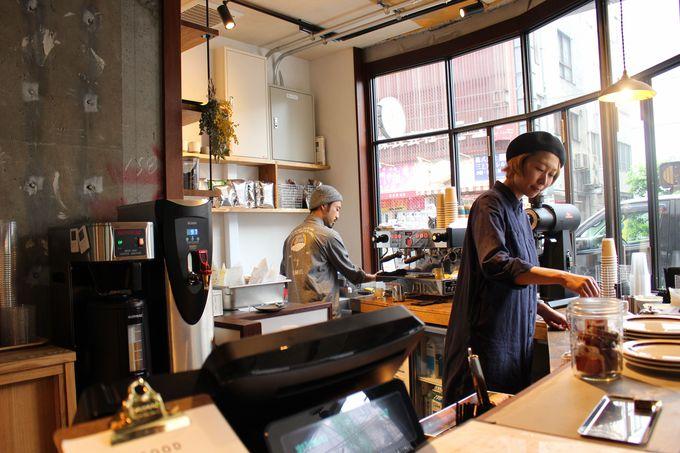 レセプションに併設のカフェで香り高きコーヒーを