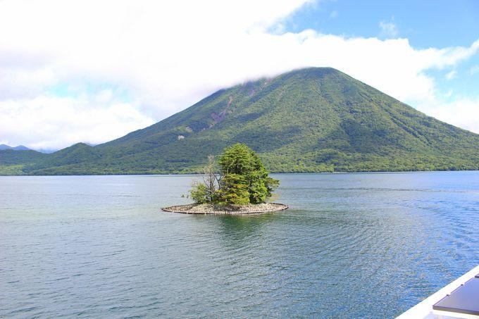 湖から見る中禅寺湖の絶景