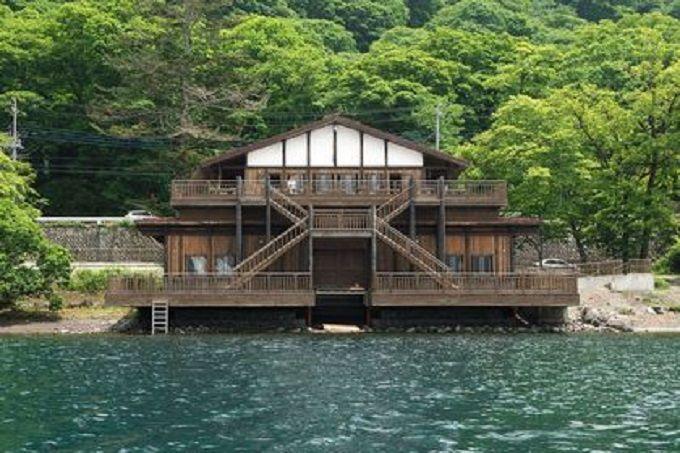大使たちの社交場となった中禅寺湖畔ボートハウス