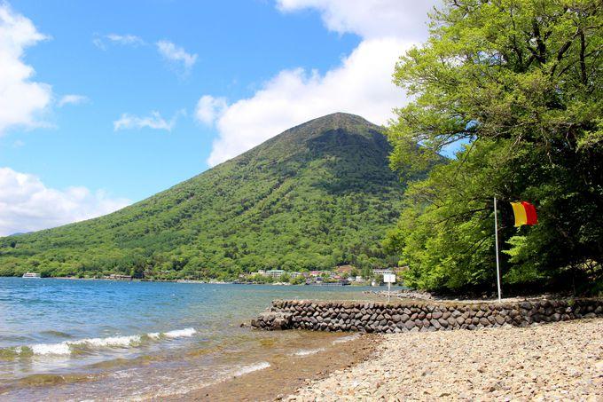 大使館別荘のプライベートビーチを散策しよう。
