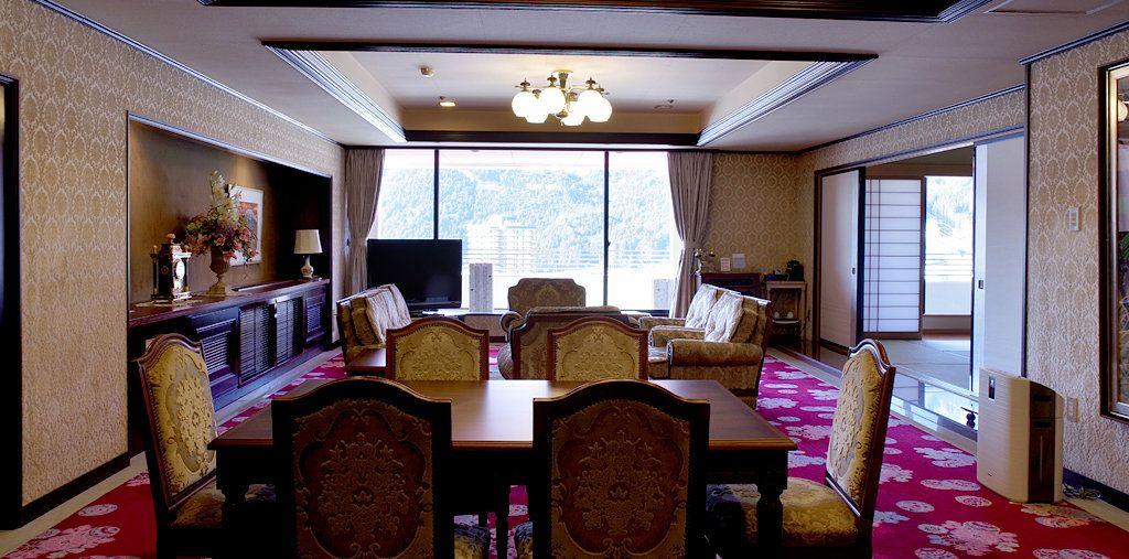客室は本館・別館、7つのタイプのお部屋からチョイス。