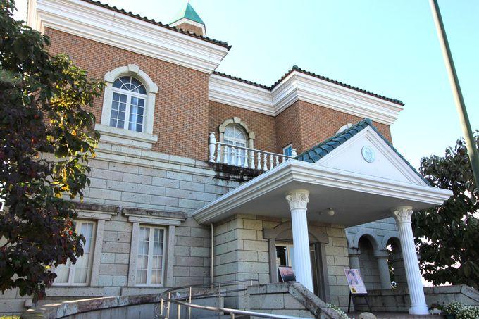 澄生の版画の世界を再現したレトロな洋館「川上澄生美術館」