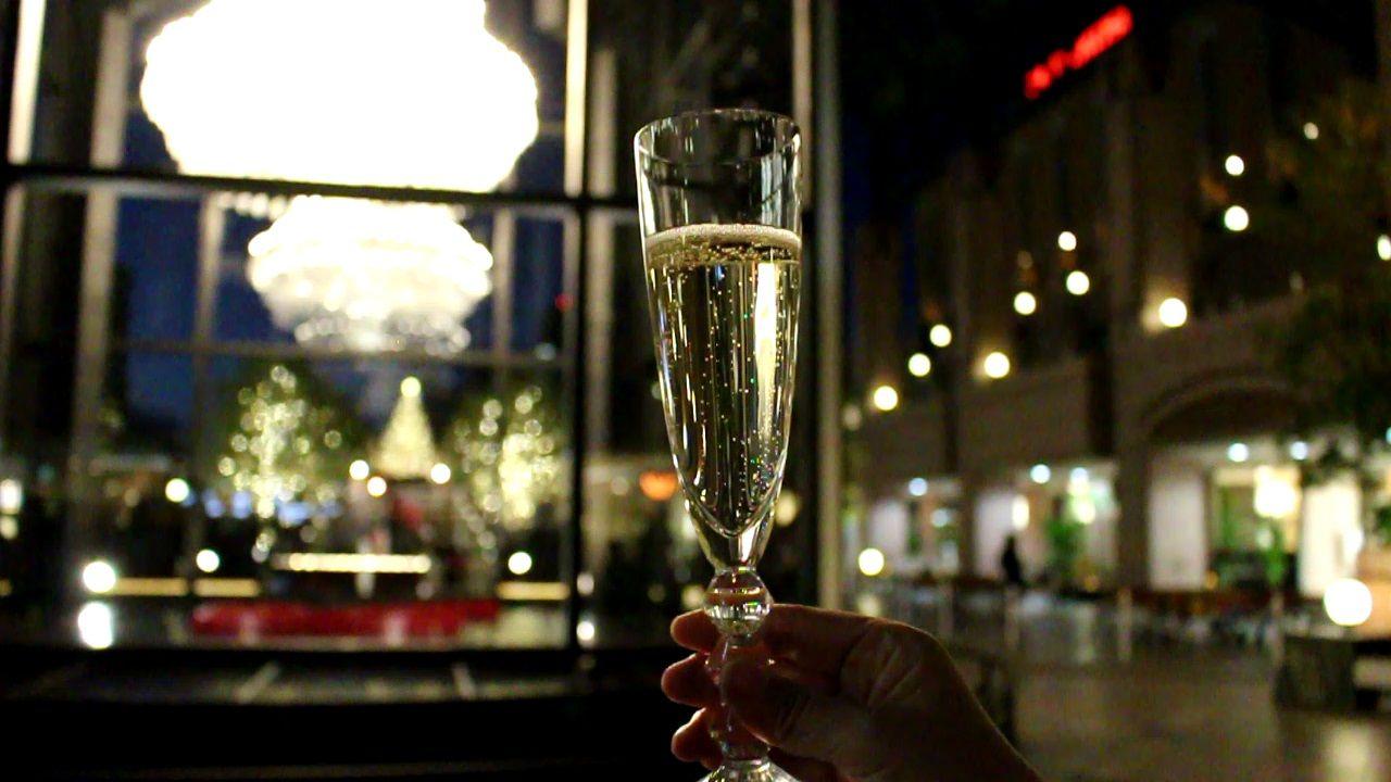 バカラグラスでシャンパンに酔いしれよう