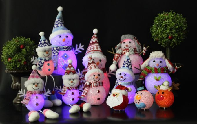 クリスマス用品が並ぶクリスマスマルシェも登場