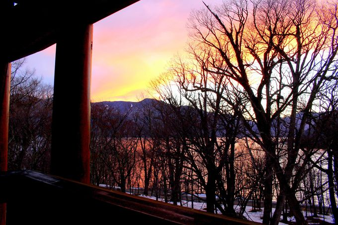 「中禅寺金谷ホテル」冬ならではの絶景と雪見露天を狙う!