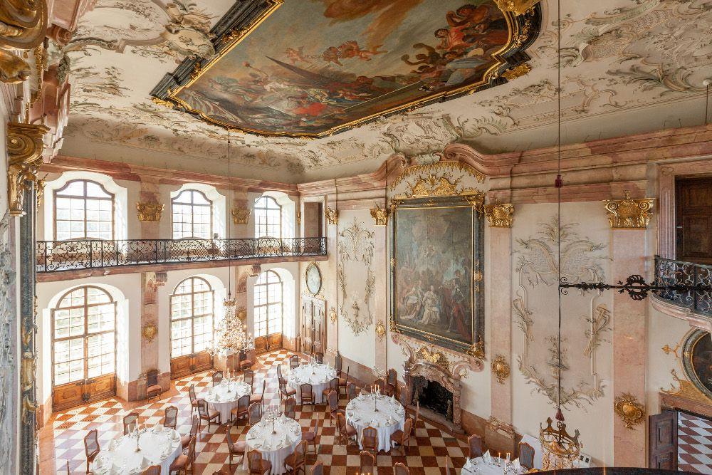 宿泊者のみが利用できる豪華絢爛ロココ様式の宮殿
