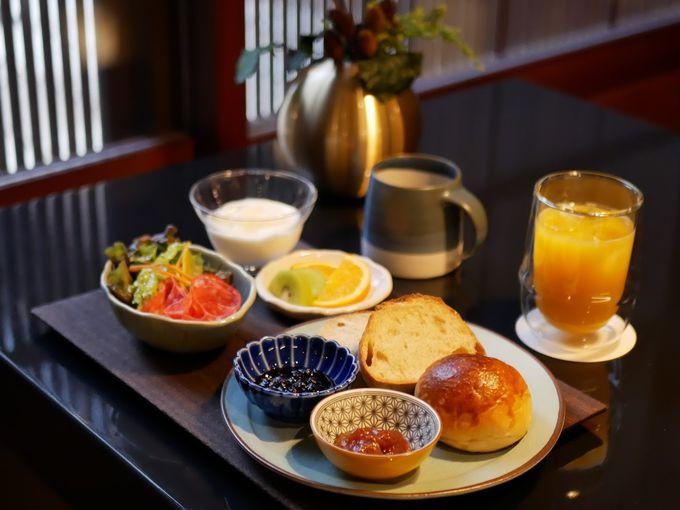 朝食は金沢の人気店「ひらみぱん」のパンを堪能!