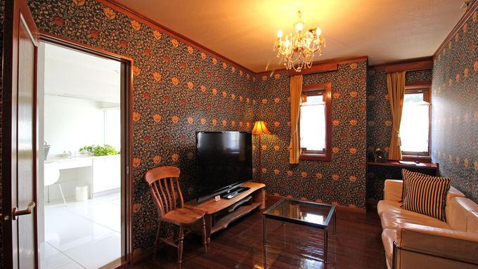 日光「別邸向日葵」ウイリアム・モリスの壁紙に囲まれて豪華ディナー
