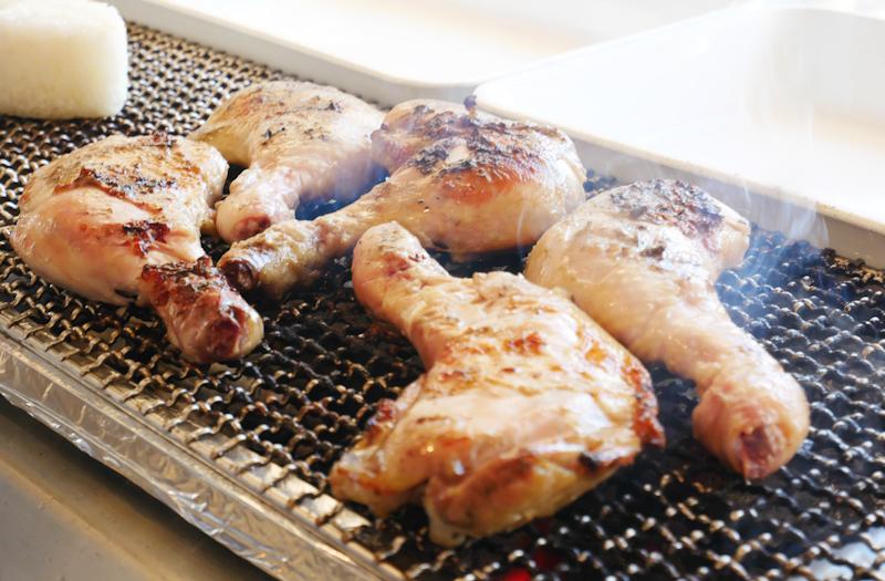 「manten chicken grill nikko」炭火焼チキンが最高!