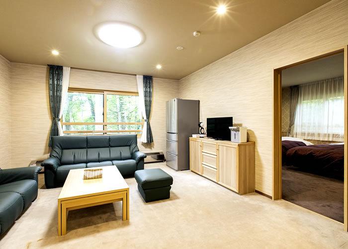 四季折々の奥日光の森に癒される客室