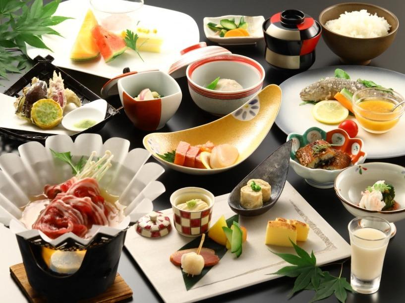 森を望むレストランで、日光自慢の食材を楽しむ夕食。
