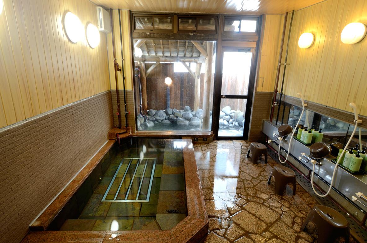 開湯1230余年の名湯・奥日光湯元温泉のにごり湯を源泉かけ流しで