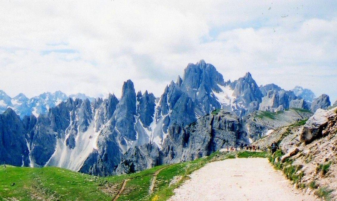 林立するドロミテの個性的な峰々が圧巻