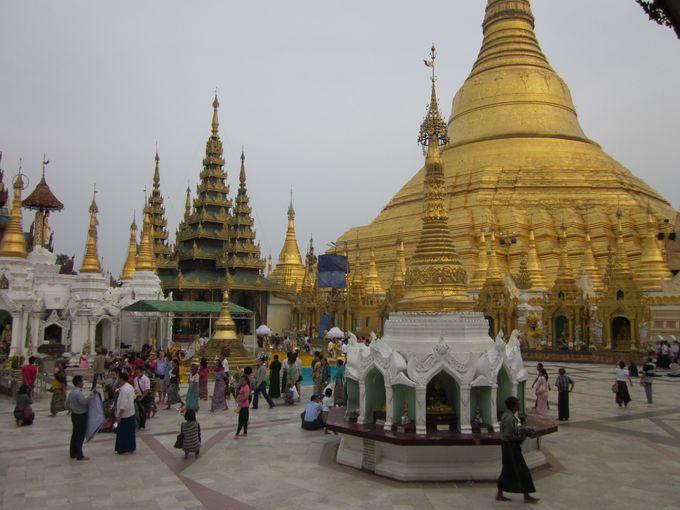 ヤンゴンの人気観光地、シュエダゴン・パゴダで珍体験!?