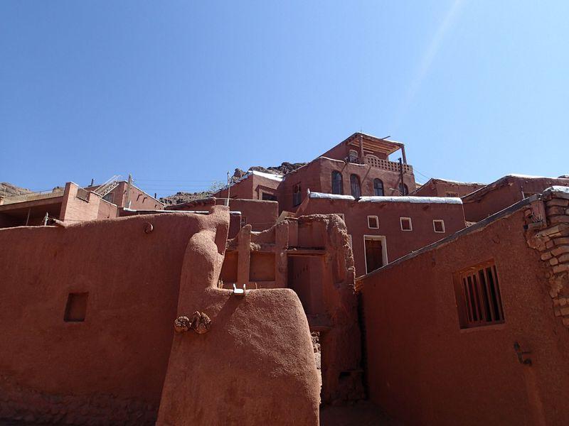 ここがイラン!?赤く染まった小さな村「アブヤーネ」を日帰りで訪れる