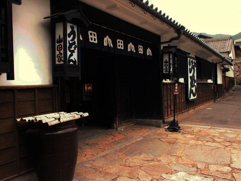 ぶっかけうどん発祥の店!高松「うどん本陣山田屋本店」は建物&庭園も凄い