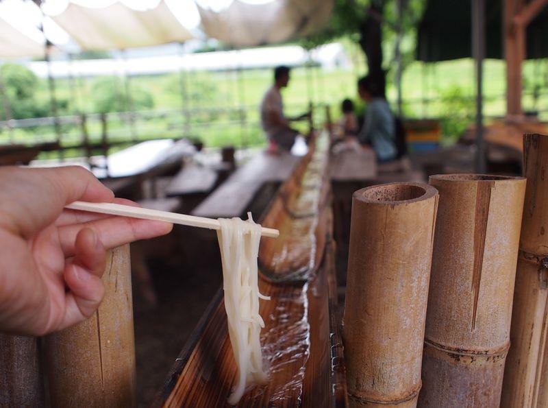 大自然の中で流しそうめん!日本三大素麺は絶品!高松「麦縄の里まさご屋」