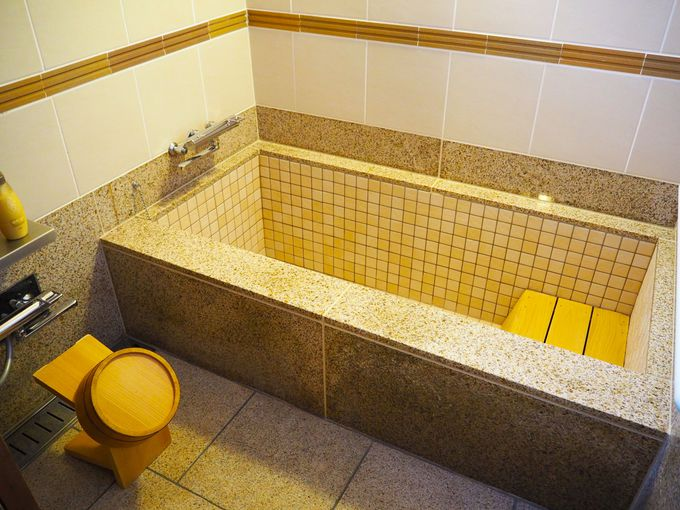 こじんまりとした大浴場と部屋風呂は少し大きめ