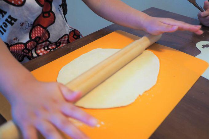 麺を伸ばす