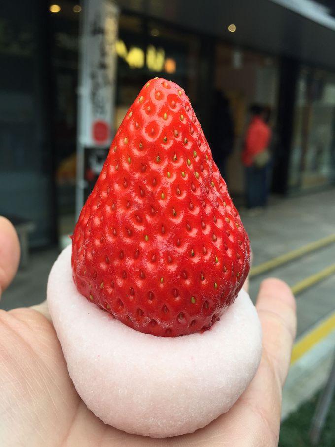 特大の苺が乗った究極の1品