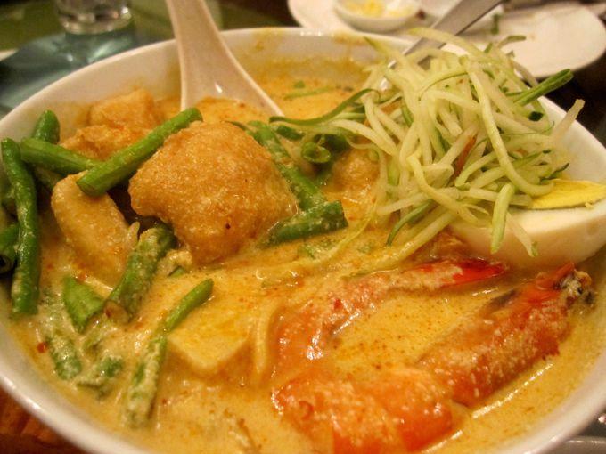 最後の締めはマレーシア麺「ニョニャラクサ」に決まり!