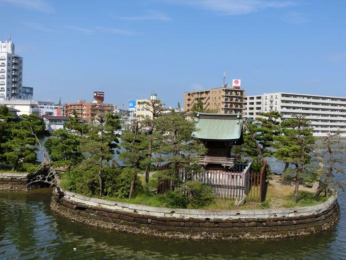 海中に奉られた社。立身出世を祈願するなら此処!琵琶島神社