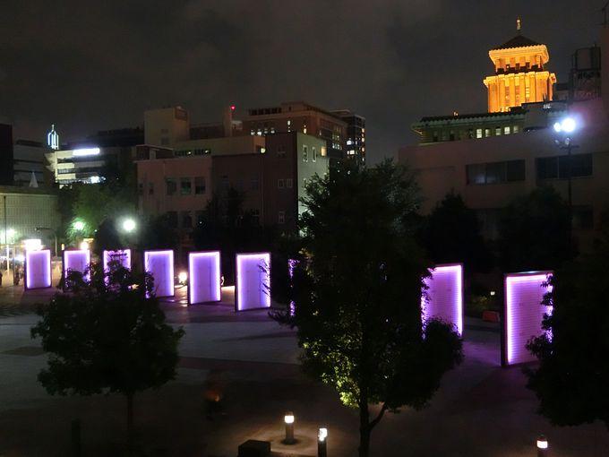昼間とは異なる世界感!「臨港線プロムナード」沿いは灯りのイリュージョン