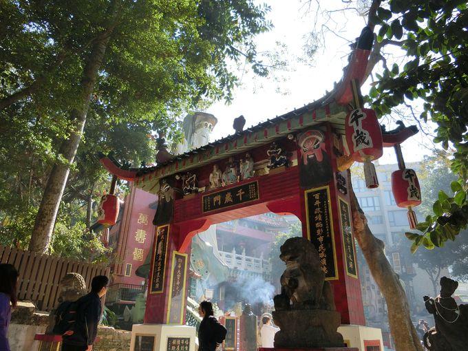 此処はテーマパーク?中華様式の宗教建築物の基本は「派手」!
