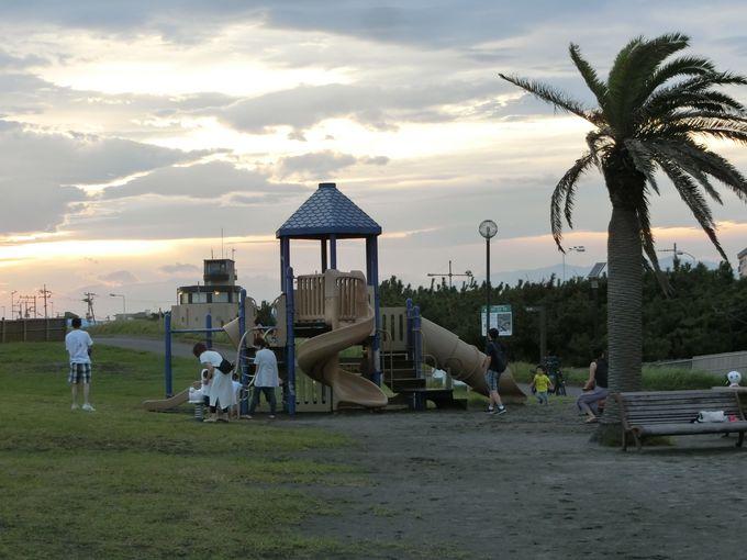 遊具施設も充実!大人も子ども一緒に楽しめるスペースが魅力
