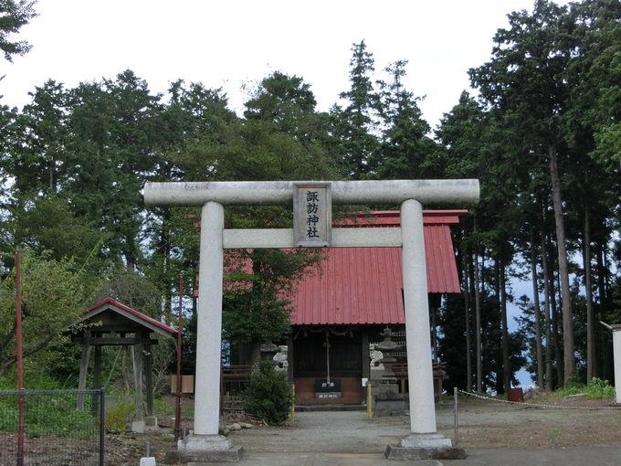 趣きのあるエリアも点在。地名の由来にもなった「諏訪神社」