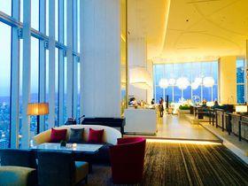 天空や宇宙を連想させる阿倍野「大阪マリオット都ホテル」の絶景ラウンジで非日常を!